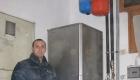 collaboratore-durante-ispezione-impianto-condizionamento